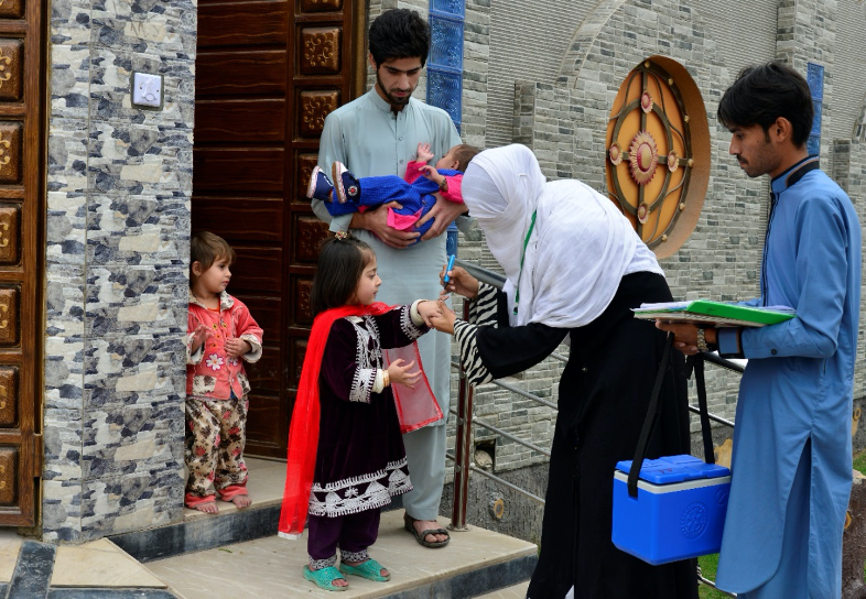 A Community Based Vaccinator immunizes a child in the urban Peshawar, Pakistan.